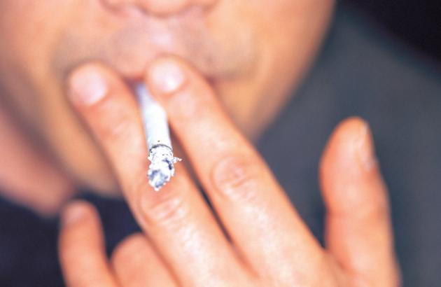 Regulators reassess safety of cigarette-type antismoking aids