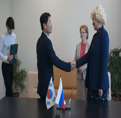 Korea, Russia to cooperate on training medical workers