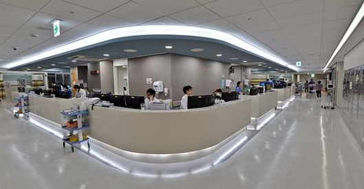 Large hospitals revamp emergency centers