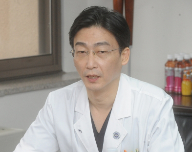 Doctor strikes back at lawmaker's criticism regarding N. Korean defector