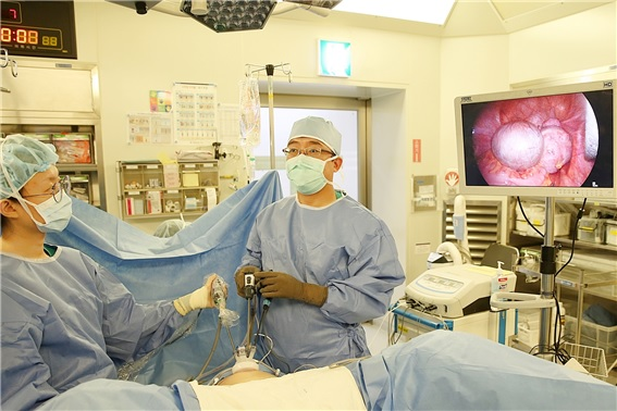 Laparoscopy can remove large ovarian tumor
