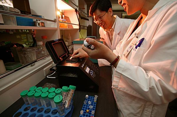Government to spend ₩3 trillion on innovative drugs, dementia, medical scientists