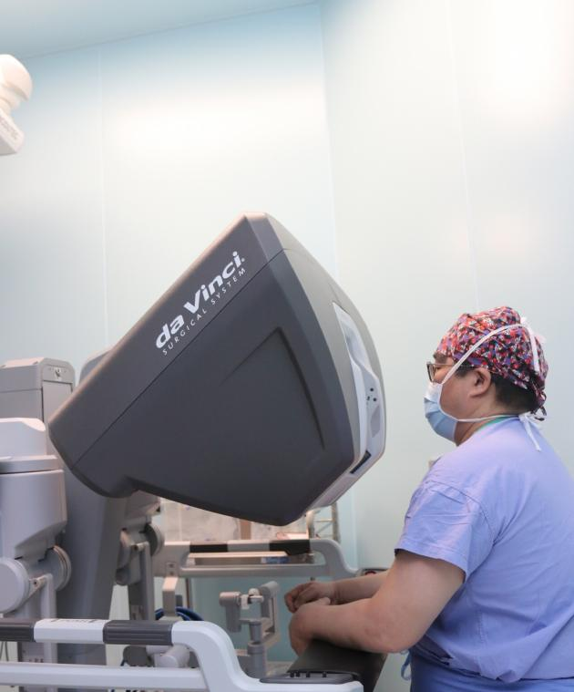 SMC's cancer center installs new surgery robot
