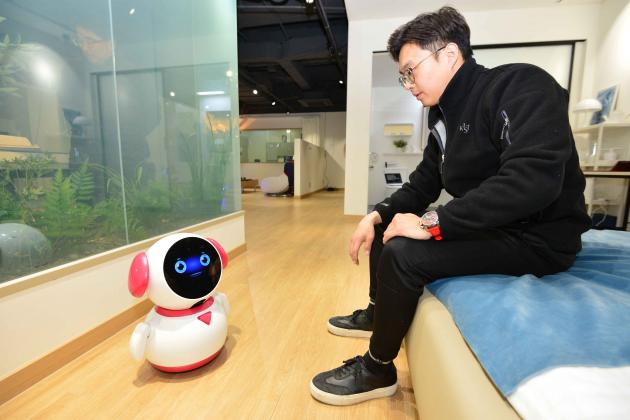 KIST develops world's 1st AI-based dementia care robot
