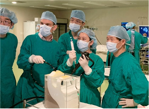 Foreign doctors receive endoscopic ultrasonography training at AMC