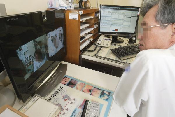 Doctor-patient telemedicine allowed as 1st step of Moon's regulation-free zones