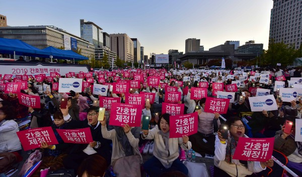 50,000 nurses demand nursing law enactment