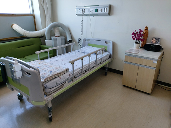 Hospital in Daegu makes exclusive room for dying Covid-19 patient