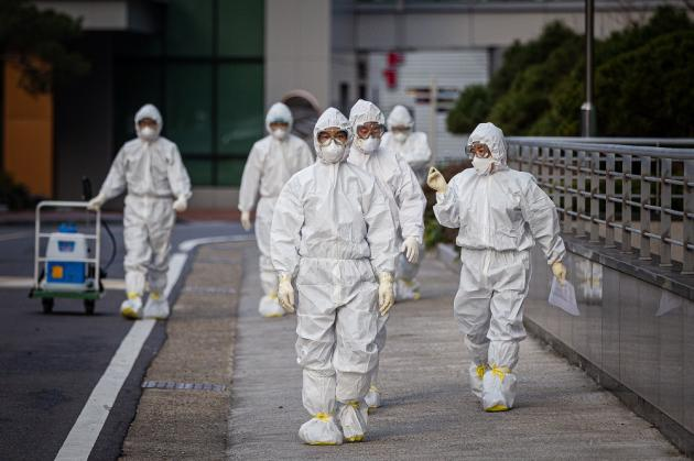 Fears of mass infections linger amid unabated spreads in greater Seoul