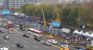 [News Focus] 7,000 doctors brave elements to protest imprisonment of colleagues over misdiagnosis