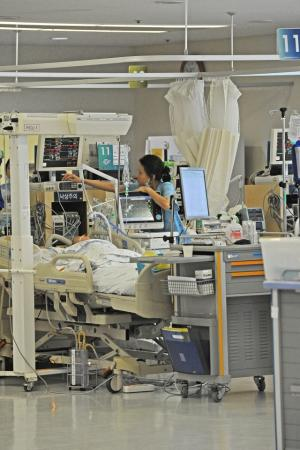 'Korea needs more hospital beds for severe patients'